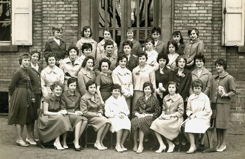 handarbeit, jugend, Klassenfoto, lehrer, Lehrerin, Mädchenklasse, Mädchenschule, Mainz-Kostheim, schule, Schülerin, Schulklasse