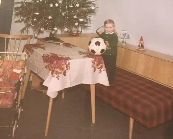 ball, christbaum, einrichtung, fußball, Kindheit, mainz, Möbel, Mombach, puppe, Puppenwagen, schlafcouch, Tannenbaum, Weihnachten, Weihnachtsbaum