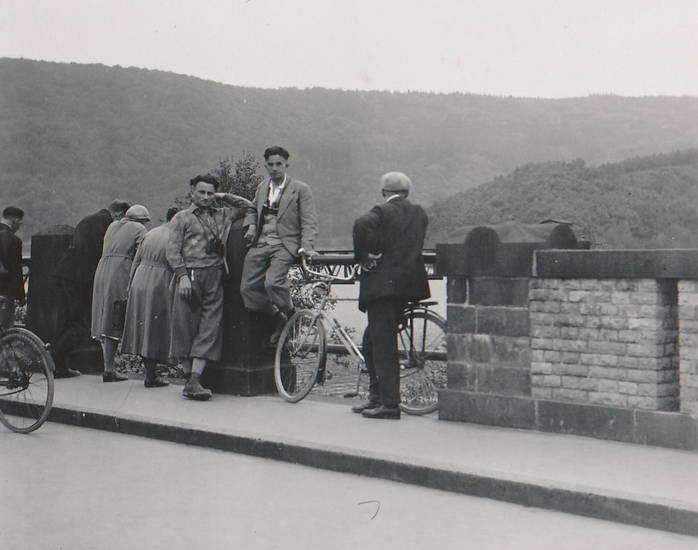 1934, euskirchen, fahrrad, Fernglas, Geländer, Sperrmauer, staudamm, staumauer, Urft, Urftsee, Urftseesperrmauer, Urftseestaumauer, Urftstausee, urfttalsperre
