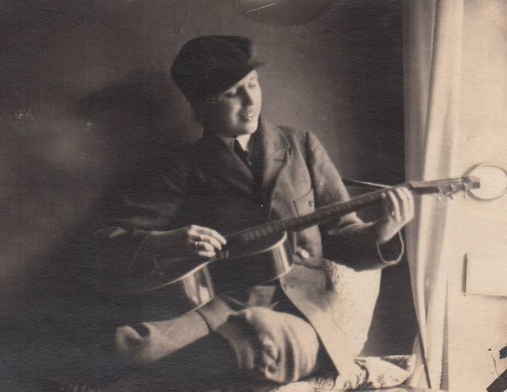 Gitarre, instrument, kniebundhose, köln, mode