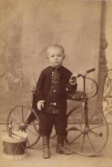 Kind im Fotostudio