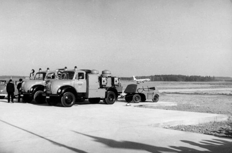 auto, Feuerwehr, Flughafen, flugzeug, KFZ, Magirus, PKW, rollfeld, Rundhauber