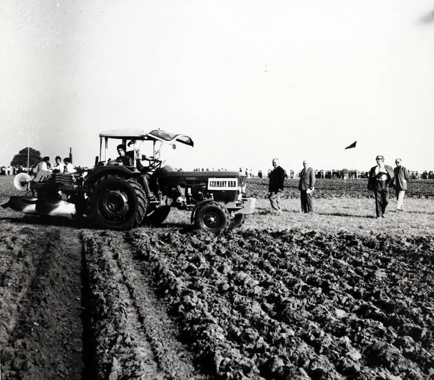 feld, germany, Landwirt, leistungspflügen, pflug, Pflügen, Teilnehmer, traktor, Wettbewerb, wettbewerbsfeld