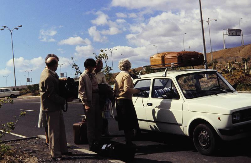 ankunft, Dachgepäckträger, ferien, fiat-127, Flughafen, Gepäck, Kanaren, Koffer, reise, Spanien, teneriffa, urlaub