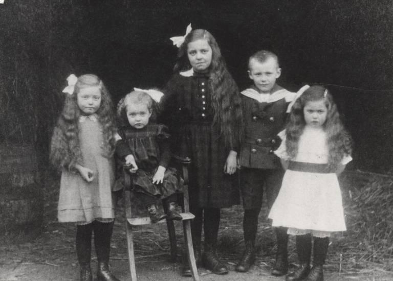 Geschwister, gruppenfoto, kinder, Kindheit, mode, Stuhl