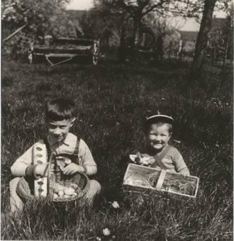 Ostern 1957 im Garten.