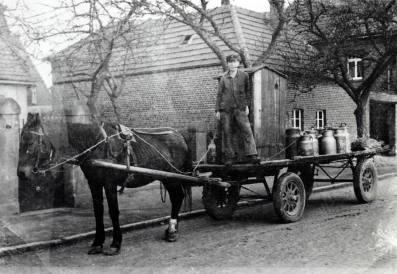 Milch, Milchkanne, Milchwagen, Milchwagenfahrer, Pferd, pferdefuhrwerk