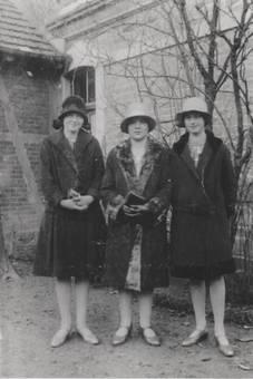3 junge Damen