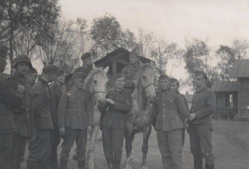 Soldaten mit Pferden