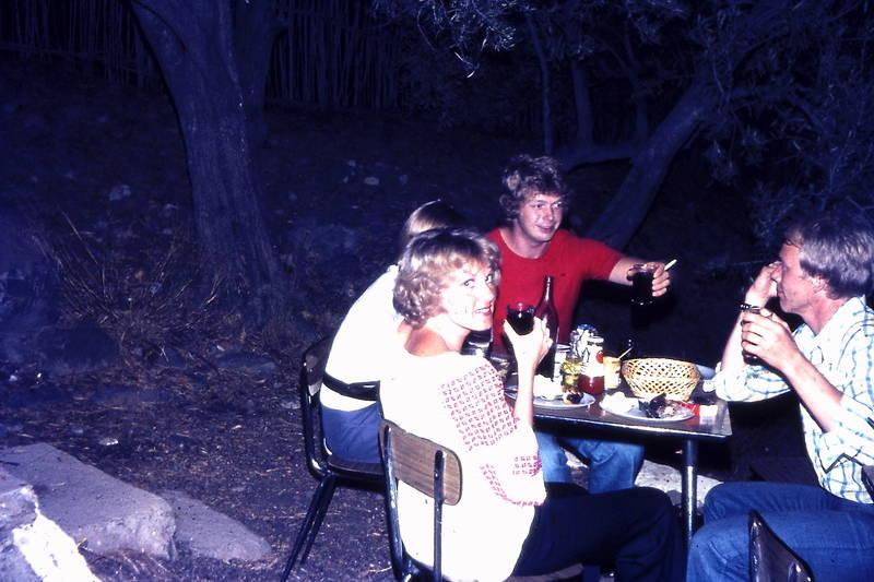 anstoßen, essen, feier, finka, garten, grillen, korb, party, reise, Stuhl, tisch, trinken, urlaub