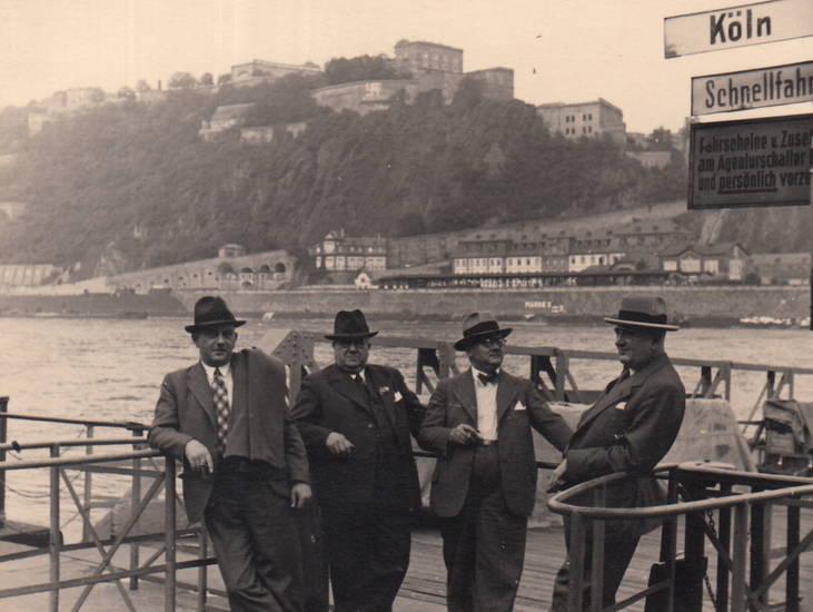 Anleger, Anlegestelle, Deutsches Eck, Ehrenbreitstein, hut, Koblenz, köln, Männergruppe, schiff, schnellfahrt