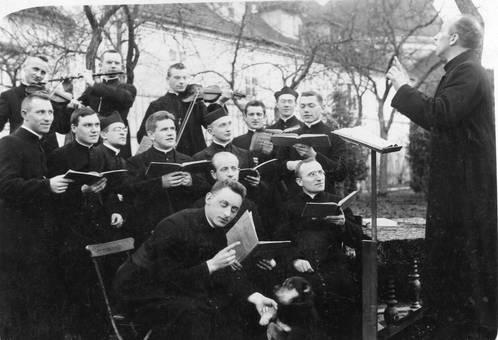 Musikalische Priester