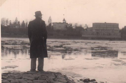 Am Rhein mit Eisschollen