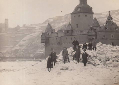 Burg Pfalzgrafenstein im Eis
