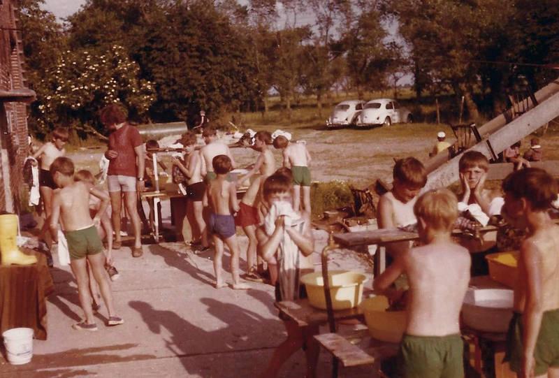 Ferienlager, Gummistiefel, Heim, jugend, Kindheit, VW Käfer, waschen, waschschüssel