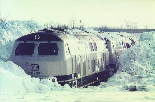 Eingeschneiter Zug