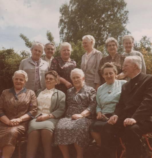 kleid, kolleginnen, Lehrerinnen, mode, priester, Ruhestand
