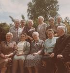 Gruppenbild mit Priester