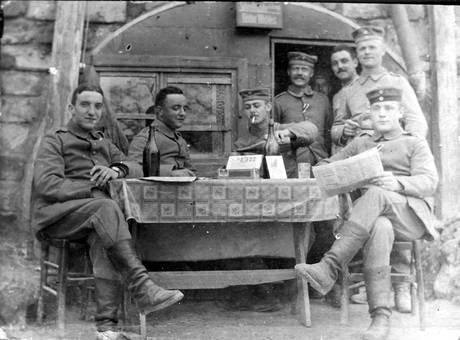Schreibstube im 1. Weltkrieg