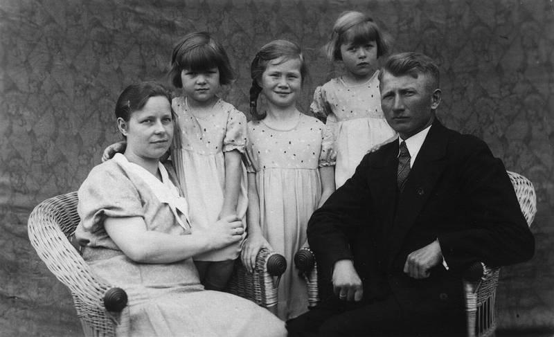 familie, familienfoto, Geschwister, halberstadt, Kindheit, Korbstuhl, Mutter, Schwester, vater
