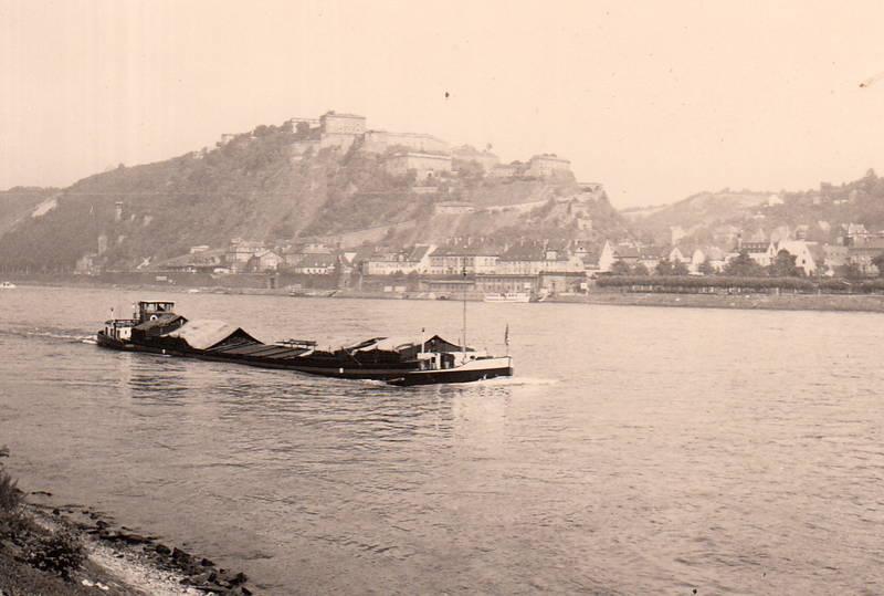 Ehrenbreitstein, Festung Ehrenbreitstein, fluss, Frachtkahn, Frachtschiff, Koblenz, Rhein, schiff
