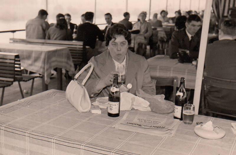 Bier, bierflasche, bordrestaurant, Handtasche, Rhein, schiff, zeitung