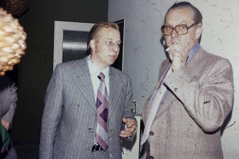 Betriebsfest, Brille, Krawatte, mann, rauchen, zigarette