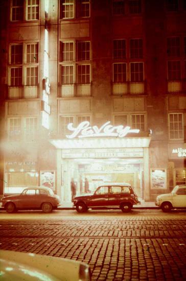 auto, Düsseldorf, KFZ, Kino, PKW, reklametafel, Savoy-Theater, theater