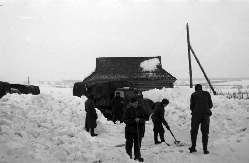 ostfront, schaufeln, schnee, schneeschippen, soldat, Weltkrieg, winter
