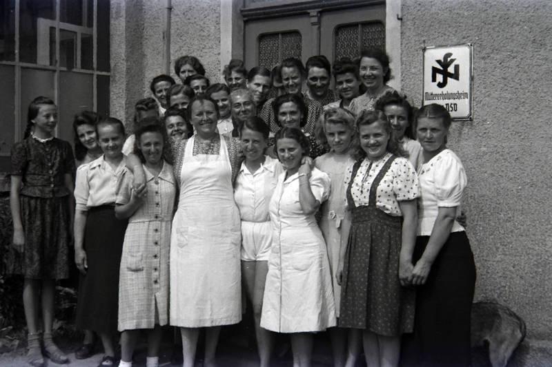 Gruppenbild, kleid, Mütterholungsheim, schürze