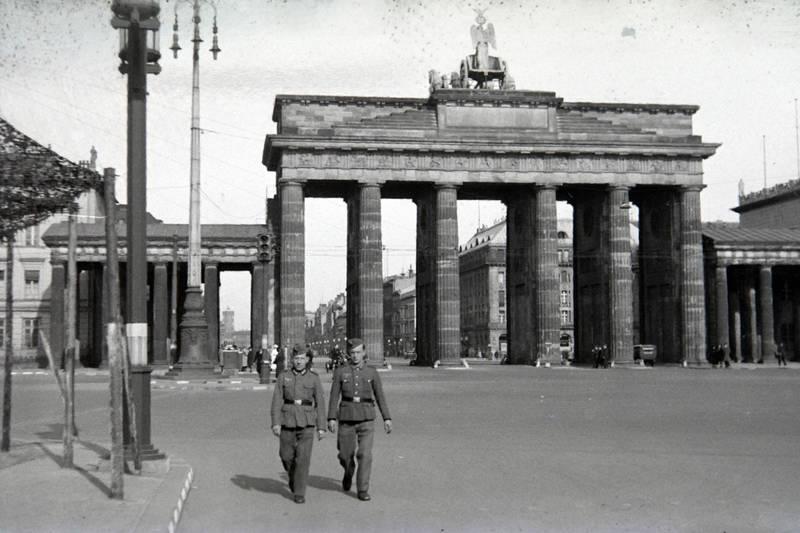 berlin, brandenburger tor, Platz des 18. März, rotes rathaus, soldat, Wehrmacht
