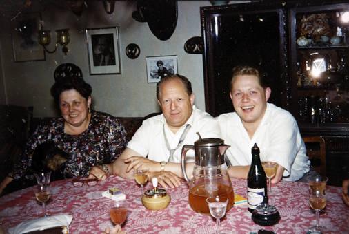 Sohn und Eltern