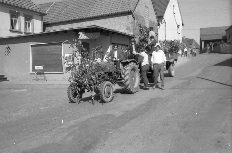 anhänger, miesenbach, Pfingsten, Pfingstquack, traktor