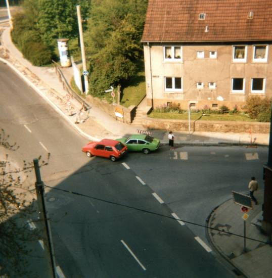 auto, autounfall, Hattingen, kadett-c, KFZ, PKW, unfall, VW-Golf