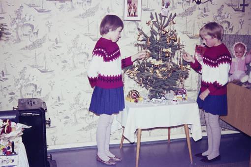 Weihnachtsbaum im Kinderzimmer