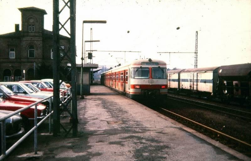 auto, bahnhof, Eisenbahn, Ford-Taunus, Güterzug, Hattingen, KFZ, PKW, S3