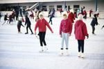 Kinder auf der Eisbahn