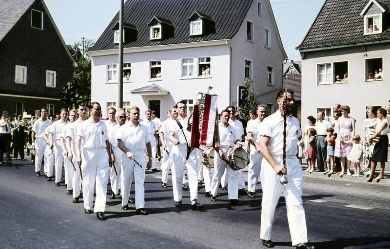 festumzug, instrument, musik, musikapelle, rees, schützenfest, Schützenumzug, Tambourcorps