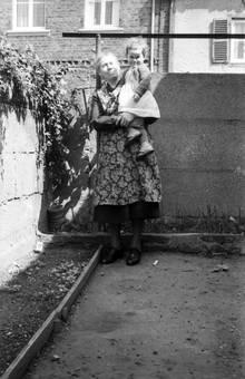 Bei Oma auf dem Arm