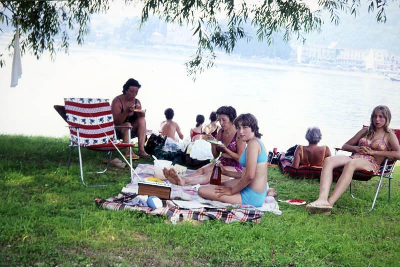 bademode, baden, campingstuhl, essen, ferien, Holzklepper, holzsandalen, picknick, reise, Schwimmen, see, Sommer, trinken, urlaub, wiese