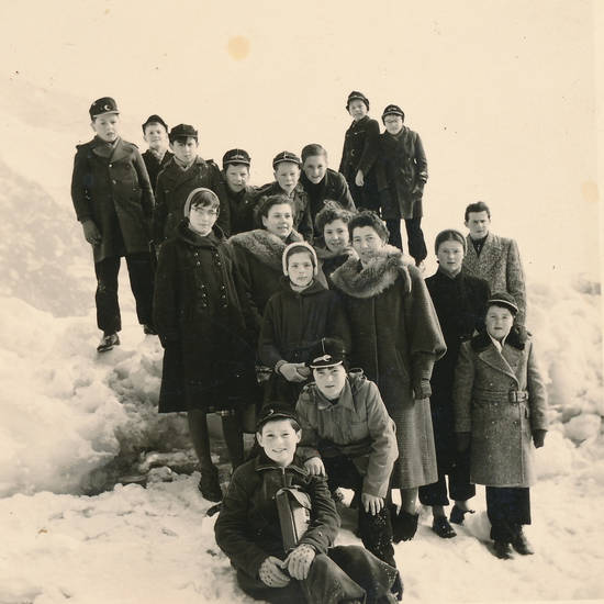 Kindheit, lehrer, Lehrerin, schnee, schulasuflug, Schüler, spaziergang, winter