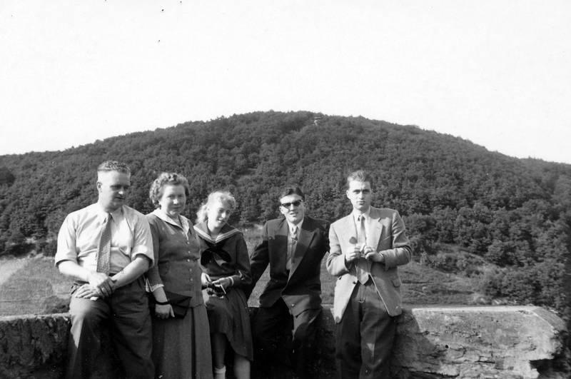 anzug, Aussichtsplattform, feindliche Brüder, Kamp-Bornhofen, mode, sage, sonnenbrille, spaziergang