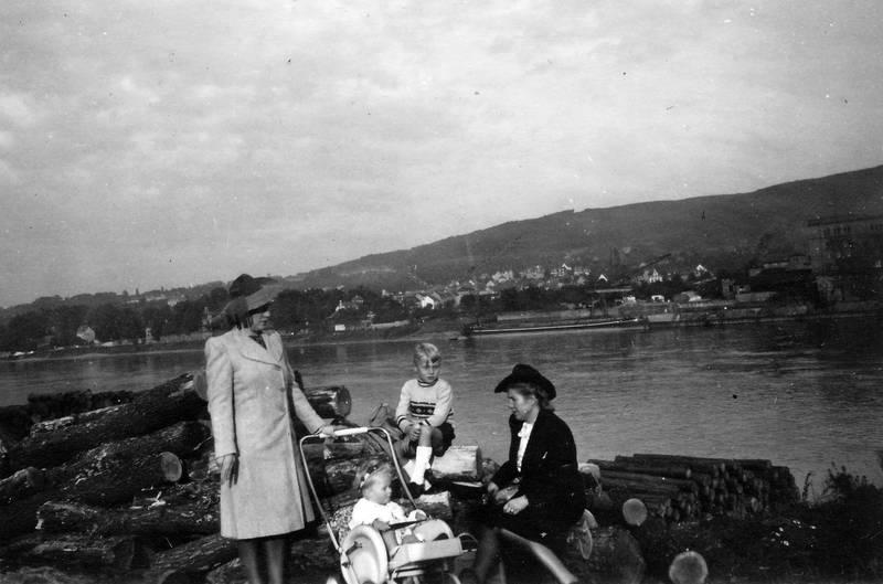 ausflug, flussufer, hut, kinderwagen, Kindheit, mode, Rhein, spaziergang, Ufer