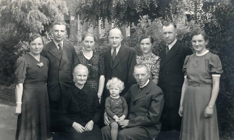 familie, familienfoto, garten, Großfamilie, gruppenfoto, Kindheit, mode