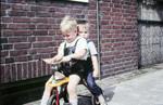 Zwei auf Dreirad