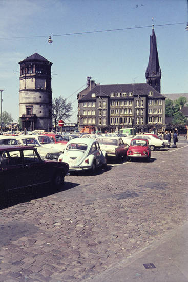 auto, Brauerei, Brauerei im goldenen Ring, burgturm, Düsseldorf, escort-I, Fiat-500, kadett-b, KFZ, Parkplatz, PKW, rekord-a, turm, VW-Käfer