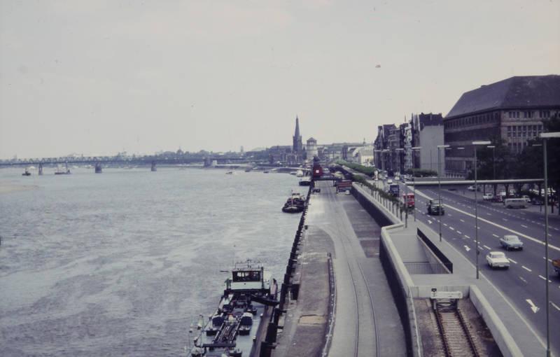Behelfsbrücke, brücle, Düsseldorf, ford, Kirchturm, Rhein, Rheinufer, Rheinuferstraße, schiff, Schlossturm, st.lambertus, straße, VW-Bulli