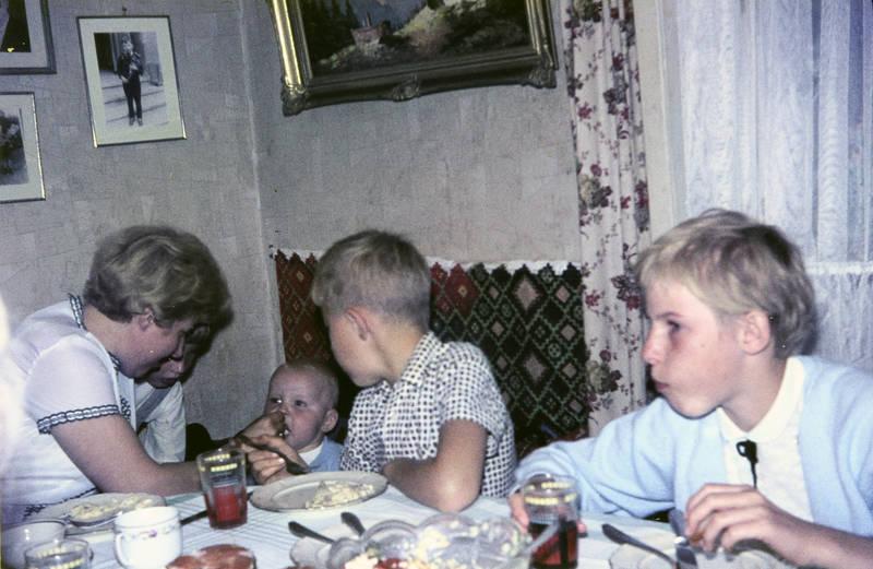 essen, füttern, Geschwister, Kindheit, kleinkind, mahlzeit, Mutter