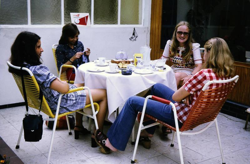 Brille, garten, Handtasche, kuchen, mode, nesquik, tasse, teekanne, Terrasse