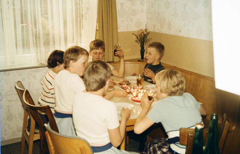 essen, feier, freunde, geburtstag, Kindergeburtstag, Kindheit, kuchen, mahlzeit